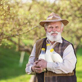 farmer-with-milk-bottles-PRH67Z2-1.jpg